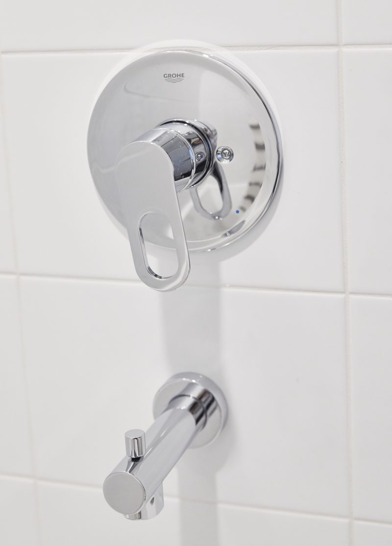 1 Bed Display – Shower Faucet